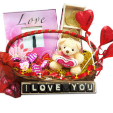love-gift-hamper-for-girlfriend