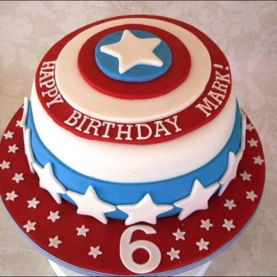 Captain America Cake wish a cupcake