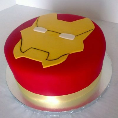 Iron Man Cake wish a cupcake