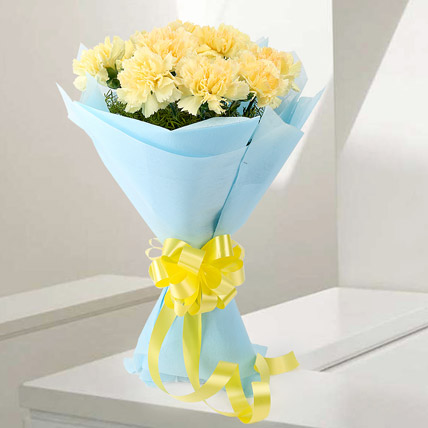 Pleasures – 12 Yellow Carnations