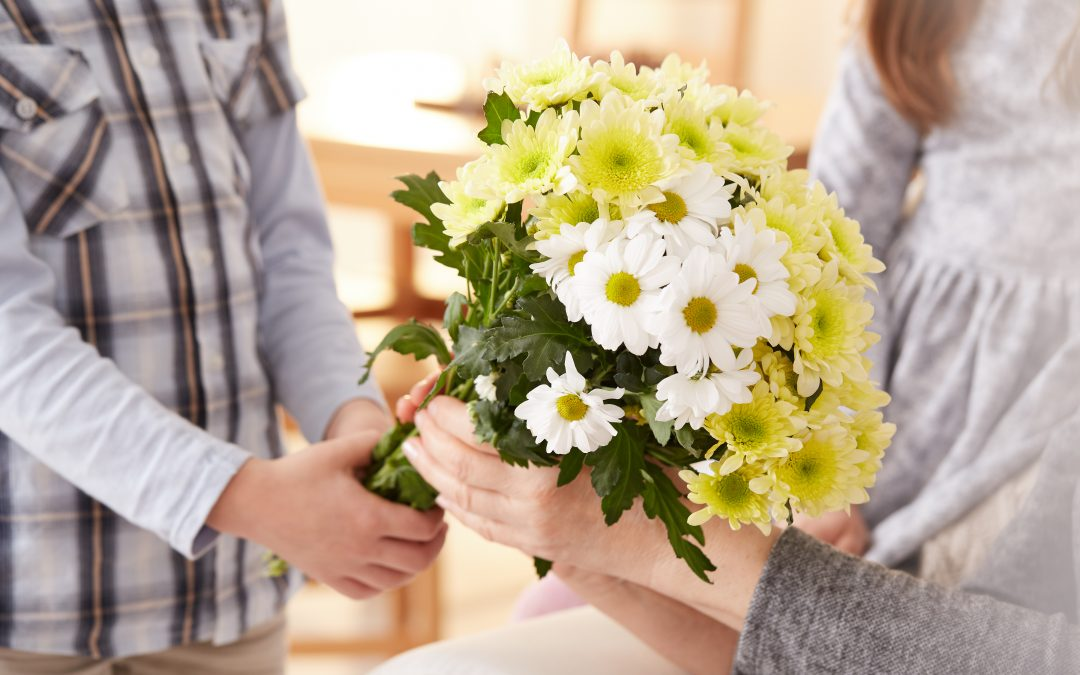 What to say when you give a girl flowers